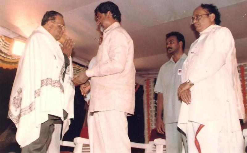 Former Chief Minister of AndhraPradesh Sri Chandra Babu Naidu.felicitating Binoy